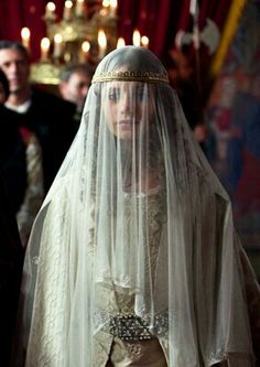 Isabel la Católica Joanna Of Castile, Isabel I, Isabella Of Castile, Catherine Of Aragon, Medieval Fashion, Movie Costumes, Our Lady, Ethereal, Character Inspiration