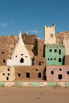bellasecretgarden:  Mud-brick model of the old town of Bawiti, Bawiti, Bahariya Oasis, Giseh, Egypt (via Pinterest: Discover and save creative ideas)