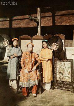 1931, Hue, Annam, French Indochina - A royal princess of Hue dressed in her royal robes - Công Chúa Mỹ Lương tức Bà Chúa Nhất Công Chúa Mỹ Lương tức Bà Chúa Nhất, hoàng trưởng nữ của vua Dục Đức và chị cả của vua Thành Thái. Image by © W. Robert Moore/National Geographic Society/Corbis