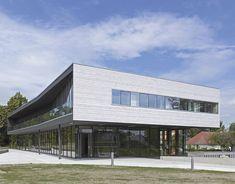 Hôtel de ville transparent en banlieue nantaise -  conçu par le cabinet d'architecture nantais DLW architectes - Koramic Tuile Plate 301 Blanc Emaillé