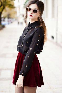 falda color vino y blusa negra
