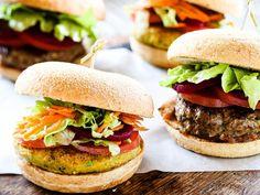 Sink your teeth into these juicy homemade burgers tonight; a beef burger, lamb burger, falafel burger, fish burger and chicken burger. Falafel Burgers, Vegan Burgers, Burger And Fries, Good Burger, Burger Recipes, Vegetarian Recipes, Herbivore And Carnivore, Falafel Recipe, Frozen Meals