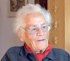 """La Clau - Décès d'Elisabeth Eidenbenz, créatrice de la maternité d'Elne - Lundi 23.5.2011. 18:45h La courageuse institutrice Elisabeth Eidenbenz, qui avait fondé, à l'âge de 24 ans, la """"Maternité suisse d'Elne"""", est morte ce lundi. Icône du courage lors de la période noire de la guerre civile espagnole, puis de la seconde guerre mondiale,"""