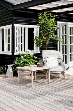 Inspiring Smart Balcony Designs Ideas with Scandinavian Home Decor Inspiration, Design Inspiration, Decor Ideas, Terrace Decor, Balcony Design, Patio Dining, Table And Chairs, Scandinavian, Living Room Decor