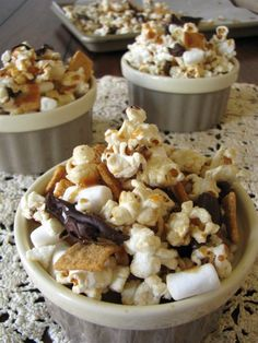 Caramel S'mores Kettle Corn - This desserty snack (or snacky dessert) comes together in just a few minutes. Great Recipes, Snack Recipes, Favorite Recipes, Healthy Recipes, Recipe Ideas, Dessert Recipes, I Love Food, Good Food, Yummy Food
