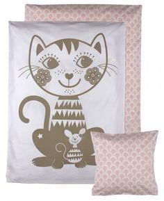 Billedresultat for sengetøj roommate Cot Bedding Sets, Duvet Bedding, Duvet Sets, Duvet Cover Sets, Pillow Covers, Toddler Duvet, Baby Sheets, Quilt Material, Baby Cats