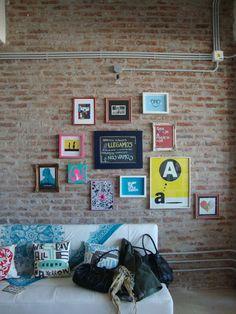 pared con cuadros distintos