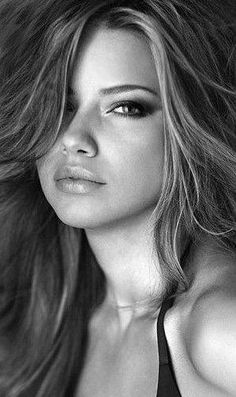 Black and White Portrait Photography: Expert Advice That Helps You Succeed – Black and White Photography Most Beautiful Faces, Beautiful Eyes, Simply Beautiful, Gorgeous Women, Photography Women, Beauty Photography, Portrait Photography, Portrait Photos, Female Portrait