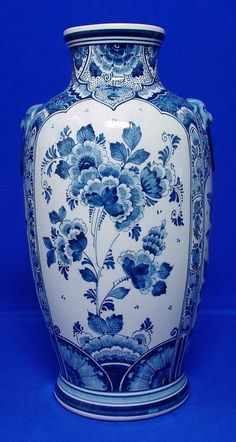 Galleria D'arte Rinascimento - Delft Art and Antiques Blue Willow China, Blue And White China, Blue China, Delft, Porcelain Jewelry, Porcelain Ceramics, White Ceramics, Chinoiserie, Vases