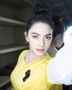 """26 ไอเดีย """"แต่งหน้า"""" ไปออกงาน จากไอจีดาราไทย รับรองสวยหรู ดูแพง!! Mai Davika, Sexy Asian Girls, Asian Beauty, Beautiful Women, Actresses, Celebrities, Lady, Womens Fashion, Model"""