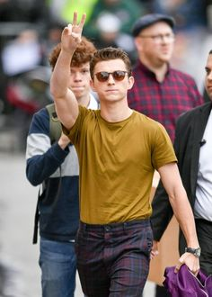 Tom Holland arriving in S T Y L E - a concept tomholland Credits to Parker Spiderman, Tom Spiderman, Amazing Spiderman, Tom Peters, Tom Holand, Baby Toms, Tom Holland Peter Parker, Tommy Boy, Marvel Actors