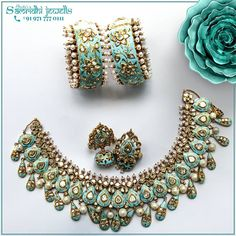 Ultra Luxurious jewellery by handcrafted and custom designed so it just doesn't fit you but becomes a part of you. Indian Jewelry Earrings, Indian Jewelry Sets, Indian Wedding Jewelry, India Jewelry, Wedding Jewelry Sets, Bridal Jewelry, Antique Jewellery Designs, Fancy Jewellery, Gold Jewellery Design
