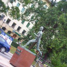 Paavo Nurmi statue in Turku, Finland. Photo from July 2010. #theflyingfinn . . #paavonurmi #runner #finnish #famousfinns #trackandfield #olympians #statues #turku #åbo #myBFF🇫🇮 #mybigfatfinnishportfolio #athlete #finland #instafinland #city #art #sculpture