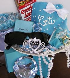 58 Ideas breakfast at tiffanys sweet 16 gift bags Sweet 16 Favors, Sweet 16 Gifts, Tiffany Sweet 16, Tiffany Blue, Breakfast At Tiffanys Party Ideas, Tiffany Party, Geek Wedding, Gift Bags, Party Planning