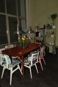 Opgeknapte stoelen in huis