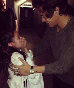 como se puso esta niña cuando vio Harry Styles