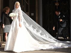 Nicky Hilton's Wedding Dress Has an Epic, 10-ft. Train (See the Sketch - and Paris Hilton's Blue Bridesmaids Dress!) http://stylenews.peoplestylewatch.com/2015/07/10/nicky-hilton-wedding-dress-photos-paris-hilton-bridesmaid/