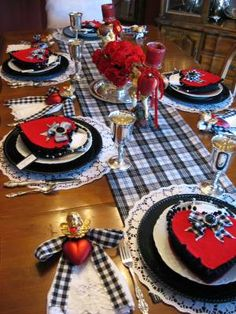 I went to the most fabulous party on Saturday. My friend Missy created the most magical atmosphere. The invitation set the mood-----------it was beautiful! Every detail was totally and beautifull...