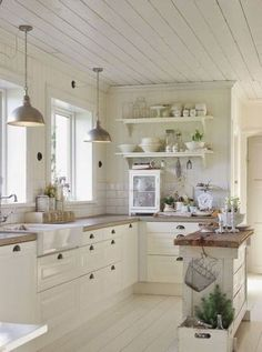 Awesome 45 Best Modern White Farmhouse Kitchen Decoration Ideas. More at https://trendecor.co/2018/05/09/45-best-modern-white-farmhouse-kitchen-decoration-ideas/