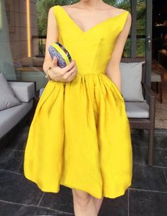 Women's V-Neck Solid Color Slimming Sleeveless Dress. Perfect for the hour-glass figure...
