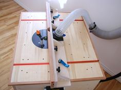 Router Table Plan - build this easy to make router table with large table surface and effective dust collection. www.refinededge.com