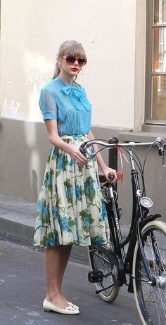 4. Midi Skirt - 7 Fab Street Style Looks from Taylor Swift to Recreate This Spring ... → Streetstyle    50      10