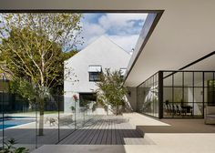 The Hopetoun Road Residence combines skillfully the existing architecture with extended part of the new house design. Australian Architecture, Australian Homes, Amazing Architecture, Architecture Details, Interior Architecture, Residential Architecture, Melbourne Architecture, Landscape Architecture, Indoor Outdoor