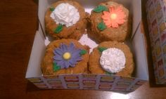 #wiltoncontest / Little pumpkin cakes that I decorated with the flowers learned in the course 3 in Hobby Lobby, Denton TX.