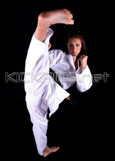 Martial Arts Styles, Martial Arts Women, Mixed Martial Arts, 6 Pack Abs Workout, Female Martial Artists, Lose Lower Belly Fat, Self Defense Techniques, Karate Girl, Aikido
