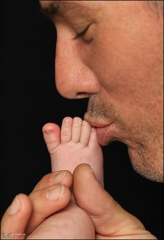 cute newborn picture with daddy. do a hand kiss version with mommy