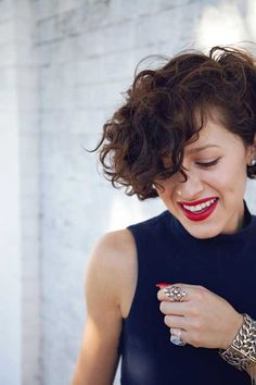 Hairstyles for Short Curly Hair | Saudades.