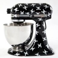 KITCHENAID STAND MIXER WITH SKULL & CROSSBONES DESIGN