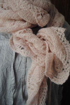 Mlle Clémentine : ma tunique en coton et mon écharpe mohair rose...