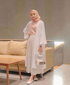 110 hijab styles for petite girls – Hijab Fashion 2020 Hijab Fashion Summer, Modest Fashion Hijab, Modern Hijab Fashion, Street Hijab Fashion, Hijab Fashion Inspiration, Modest Outfits Muslim, Fashion Trends, Hijab Casual, Hijab Chic
