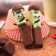What a cute idea! Frankensticks .... Made from Kit Kats Rolos frosting and licorice . Fun to do with kids!