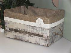 ideas old wood decoration wooden crates Burlap Projects, Burlap Crafts, Wood Crafts, Diy Projects, Diy Crafts, Old Crates, Wooden Crates, Wooden Basket, Eco Deco