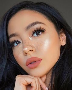 These are the best natural eye makeup looks to try out! These eye makeup looks will flatter everyone for any occasion. Rocking a natural eye makeup is a safe choice that will go with every outfit. Makeup Inspo, Makeup Goals, Makeup Inspiration, Makeup Tips, Makeup Ideas, Makeup Tutorials, Makeup Hacks, Full Makeup Tutorial, Makeup Designs