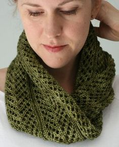 Knitting Pattern for 4 Row Repeat Frons Cowl - Quick, one-skein cowl with a pretty, leafy, allover lace pattern created with simple, rhythmic 4-row repeat.