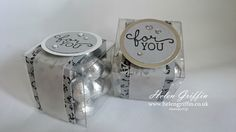 Stampin'Up!'s Clear Treat Boxes are ideal for making favours and treat boxes – you can have a bunch of treats ready to go in no time at all. Card Box Wedding, Diy Wedding Favors, Wedding Souvenir, Party Wedding, Clear Favor Boxes, Hersheys, Acetate Cards, Treat Holder, Treat Box