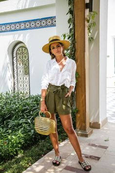 White button-down shirt+khaki green high-waisted shorts+pearl embellishment slide sandals+wood handbag+straw hat+gold pendant necklace+hoop hold earrings. Summer Casual Date / Vacation Outfit 2018 Khaki Shorts Outfit, Shorts Cáqui, Green Shorts, High Waisted Shorts Outfit, Summer Shorts, Summer Vacation Outfits, Casual Summer Outfits, Short Outfits, Spring Outfits