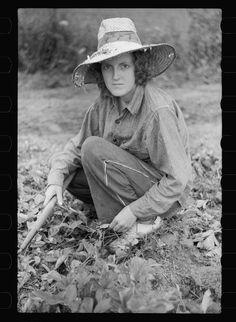 Vintage Gardener/'s Tin Man and Woman in Garden
