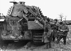 German Panther tank captured by Russian soldiers. 1944.