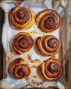 CINNAMON CARDAMON BUNS: How do you like my buns? I made these divine Kanel & Kardemummabullar (cinnamon & cardamom buns) from @alwayssohungry's beautiful book: LAGOM The Swedish art of eating harmoniously! Great recipe inspiration and I loved the cardamom so much I made a separate batch with Nutella and cardamom too... AHHHMAZING Anyone else baking this weekend? . . . . . #kanel #kardemummabullar #cinnamonrolls #cinnamonbuns #weekendbaking #thebakefeed #mycommontable #rusticfood #homecookedfood  Olive Garden Dressing, Layout Design, Real Food Recipes, Great Recipes, Lush, Grey Kitchen Designs, Smitten Kitchen, Kitchen Wallpaper, Kitchen Cabinet Design