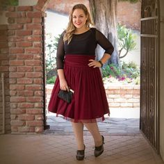 Plus Size Holiday Fashion Tips - Plus Sized Dress - Ideas of Plus Sized Dress - maroon skirt and black top Plus Size Holiday Dresses, Dress Plus Size, Plus Size Skirts, Plus Size Outfits, Look Plus Size, Plus Size Women, Curvy Fashion, Plus Size Fashion, Style Fashion