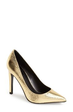 These metallic gold Topshop pumps are the new weekend party shoes!