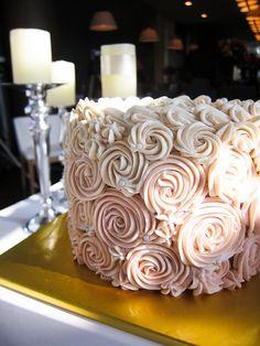 Beautiful, vegan wedding cake.   Keywords: #veganweddingcakets #jevelweddingplanning Follow Us: www.jevelweddingplanning.com  www.facebook.com/jevelweddingplanning/