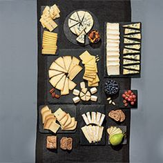 Plateau de fromages des gourmets - 10 fromages Fromage Cheese, Charcuterie And Cheese Board, Cheese Boards, Welcome To The Party, Food Design, Tapas, Food And Drink, Holiday Decor, Menu