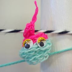 French knitted 'p👀p' 🙃 Textile lessons by Larsia Braakman