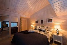 Näytä kuva suurempana uudessa ikkunassa Log Homes, Villa, Bed, Furniture, Home Decor, House Decorations, Home, Timber Homes, Decoration Home