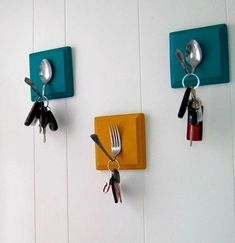 Handmade Home Decor For Your Own Personal Touch – DecorativeAllure Easy Crafts To Make, Diy And Crafts, Diy Upcycling, Upcycle, Handmade Home Decor, Diy Home Decor, Handmade Ideas, Wall Key Holder, Key Holders